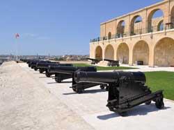 Canons at Giardino Valletta